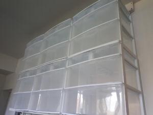 6 boites/coffres de plastique
