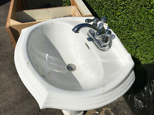 China Pedestal Sink with Faucet