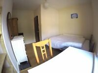 Bright big double room houseshare nice locaiton, 5mins to turnpike lane stn