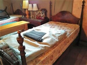 2 Antique Twin Beds