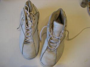 NIKE sneakers leather elegant all season wear  robust size 8.5
