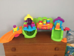 Jouet Stack N Surprise Song N Smile Silly Town, Fisher Price Toy