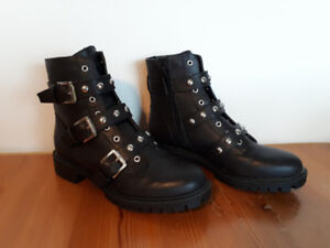 Women's Guess Ankle Boots