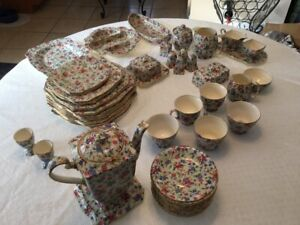 """Royal Winton """"Old Cottage Chintz"""" 33 pieces"""