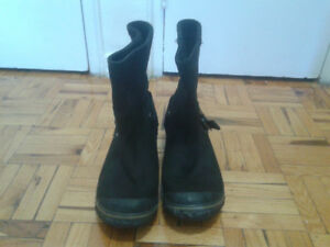 UGG all leather short Fall boots.size 10