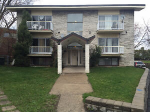 $1045 / 3br - Grand 5 1/2 a louer a Ville Saint-Laurent (1997 R