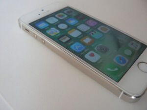 iphone SE 16gb FACTORY UNLOCKED - rose gold mint condition