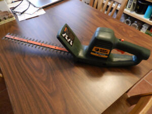 "16"" Black & Decker Hedge Trimmer"