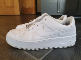 White nike airforce 1s