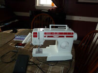 SINGER SEWING MACHINE WITH DETACHABLE ARM FOR CUFFS