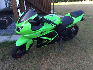 2009 Kawasaki Ninja 250 Monster Edition (green under glow)