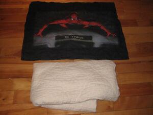 Cache-oreiller SpiderMan et un couvre-matelas