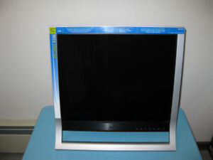 "Sony SDM-HS75P 17"" HD LCD Computer flat panel display monitor"