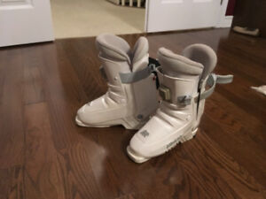 Ladies/girls size 6 1/2 - 7 Ski boots, skis and bindings, poles