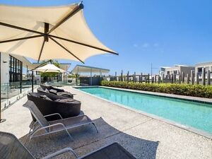 MASSIVE ROOM in modern townhouse w/Gym & Pool, 3 mins to beach! Tugun Gold Coast South Preview
