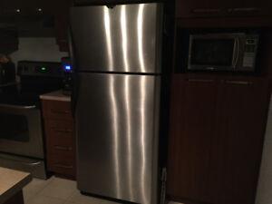 Réfrigérateur de marque Frigidaire en stanless