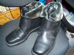 NEW Ladies Boots.... size 9 wide