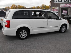 2012 TOWN & COUNTRY  LOADED  PENTASTAR V6   READY TO TRAVEL... Windsor Region Ontario image 7