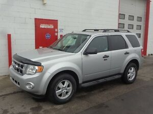 2009 Ford Escape XLT ~~ AWD ~~ 110,000KMS ~ CLEAN CARPROOF ~~