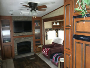 Fabulous 32ft Jayco Eagle 5th wheel trailer