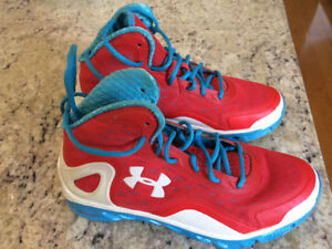 Men's Under Armour Basketball Shoes-great condition!