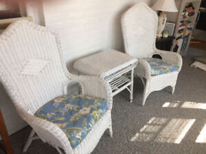 4 piece white wicker set with cushions