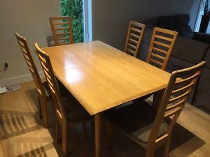 Solid wood table with 6 chairs and an extensions  West Island Greater Montréal image 1