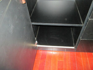 BLACK LACQUERED HUTCH CHINA DISPLAY CABINET West Island Greater Montréal image 3