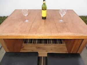 High Model PENNISULA with stools