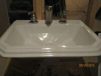 robinet, evier, lavabo et meuble