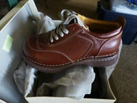 Brand new in box, CSA ESR Hushpuppies, safety shoes 7.5 womens