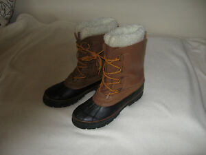 Lined winter boots.
