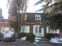 MAISON AVEC UN GRAND SS - HOUSE w/ LARGE BASEMENT - Brossard