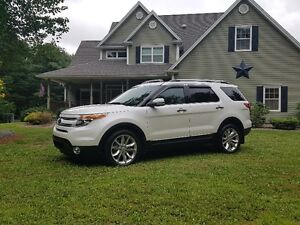 2015 Ford Explorer Limited AWD - Pearl White Showroom Condition