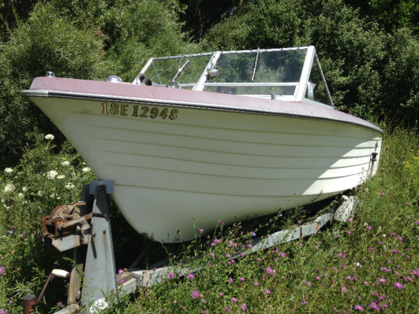 Used 1976 Crestliner 18.5 ft fiberglass deep hull 6 seater