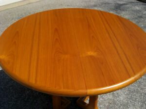 Sleek MCM Vintage Expandable Teak Dining / Kitchen Table, A1!
