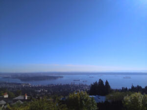 STUNNING VIEW HOME IN WESTHILL-AMAZING OCEAN VIEW!