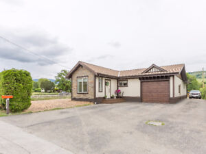 6110 Okanagan Landing Road - Kin Beach!