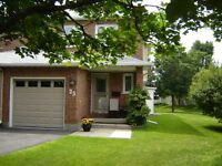 Beautifully Maintained townhome in Kanata - move in ready