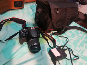 CANON T4i DSLR with bag-LCD Touchscreen+flippable- like new