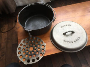 OLD CAST IRON DUTCH OVEN