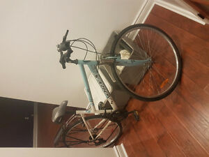 Womens bike for sale. Good for women about 5ft 4 inches tall