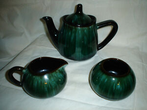 27 pieces of Blue Mountain Pottery Cornwall Ontario image 9