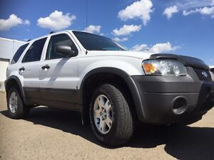 2006 FORD ESCAPE GREAT SHAPE LIKE NEW HWAY KMS