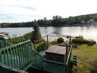 Chalet Lac Lafond Waterfront / à bord de l'eau!