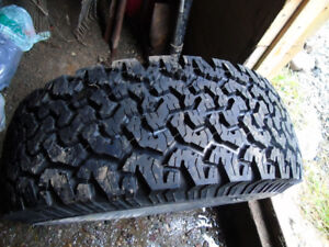 265/70/16 Tire in excellent shape