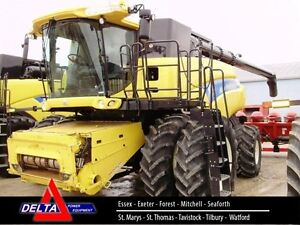 2011 New Holland CR9080 Combine London Ontario image 1