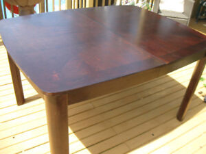 KITCHEN/DINING ROOM SOLID TABLE WITH LEAF