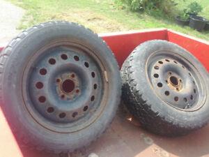 2 pneus 15 pouces avec les rims