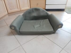 green fold out couch/bed Windsor Region Ontario image 1